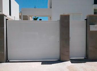 Puerta peatonal batiente portalia